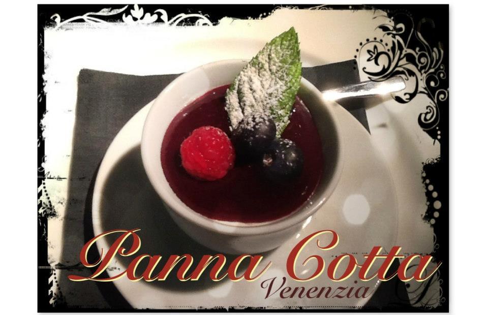 Venezia foodie ad featuring panna cotta